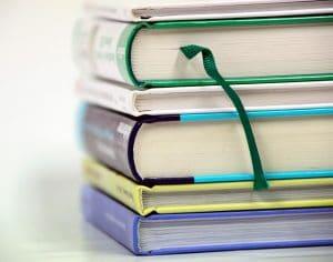 Gelukkig zijn met jezelf, stapel boeken